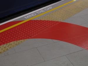 bangkok-terminal 21-london-mind the gap 2-2011