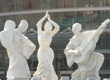 img_4024-dg-statue3